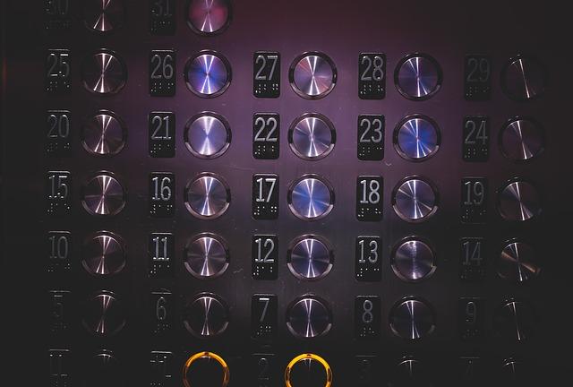 エレベーターが止まる(2019年7月25日)